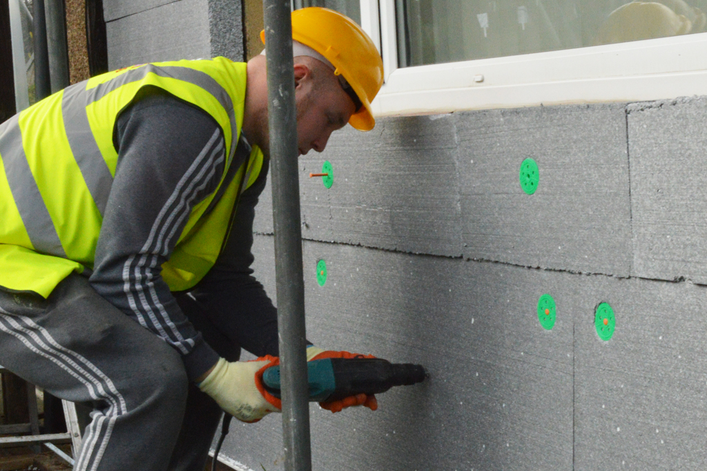 fitting_solid_wall_insulation